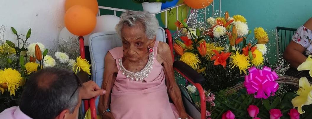 Doña Angelita, la mujer más longeva de Acapulco, cumple 109 años
