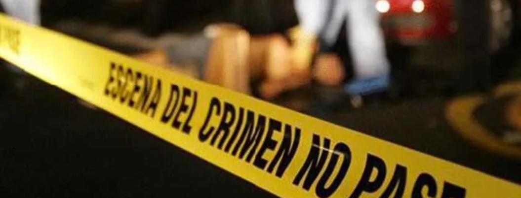 Mata a sus padres y hermanos a balazos; busca engañar llamando al 911