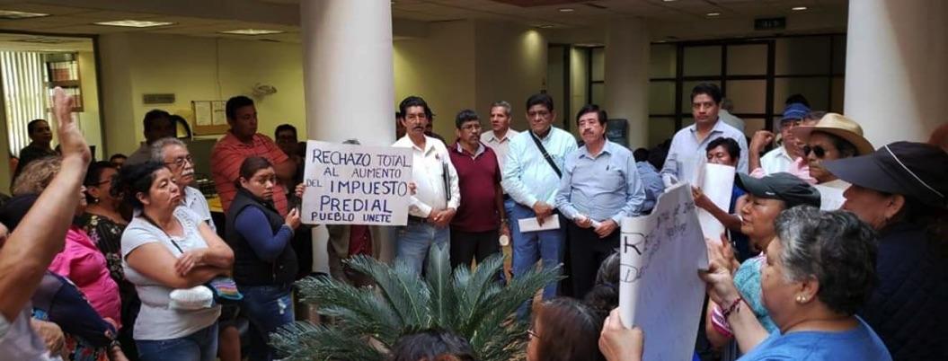 Vecinos dialogan con diputados por aumento del predial en Chilpancingo