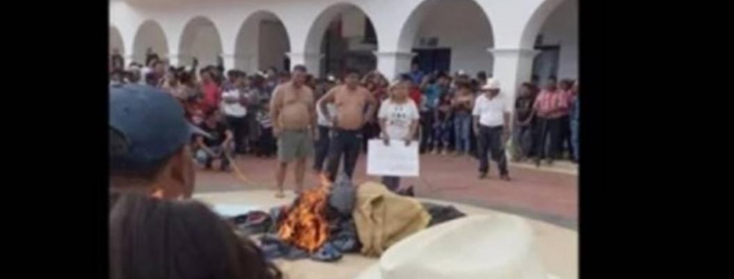 Pobladores retienen a tres extranjeros por defradación en Chiapas