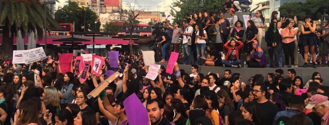 Marcha contra violencia hacia mujeres termina en vandalismo en CDMX