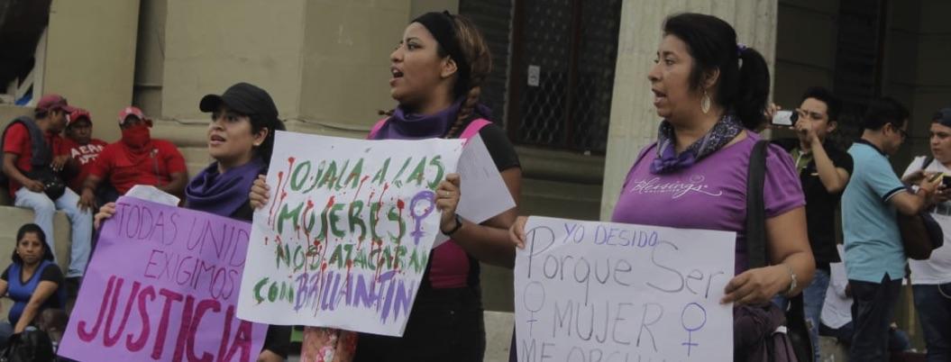 Feministas marchan en Chilpancingo en apoyo a protesta nacional