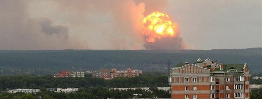 Mueren dos personas en explosión de base militar de Rusia