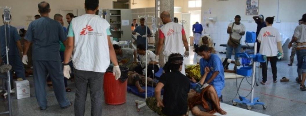 Mueren 32 personas en doble atentado rebelde en Yemen
