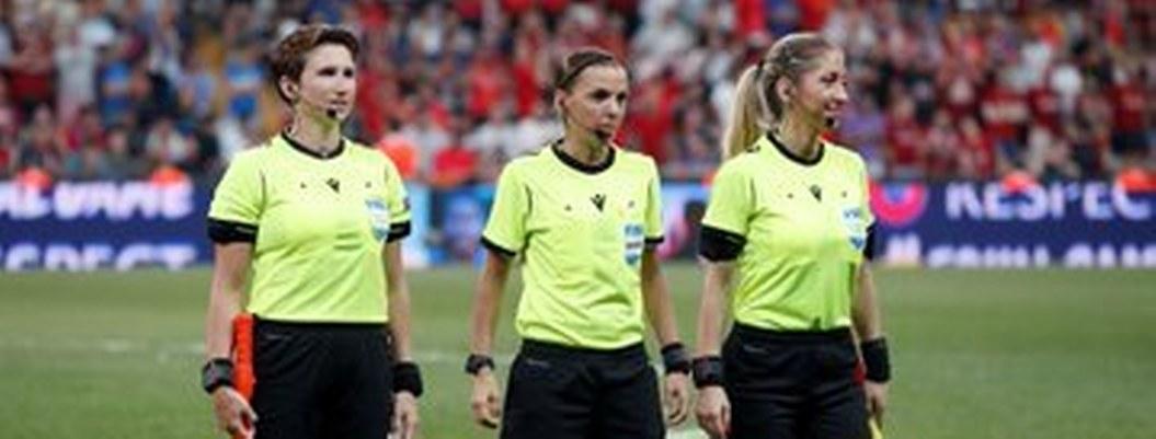 Ellas son las tres mujeres encargas de silvar en Supercopa Europa