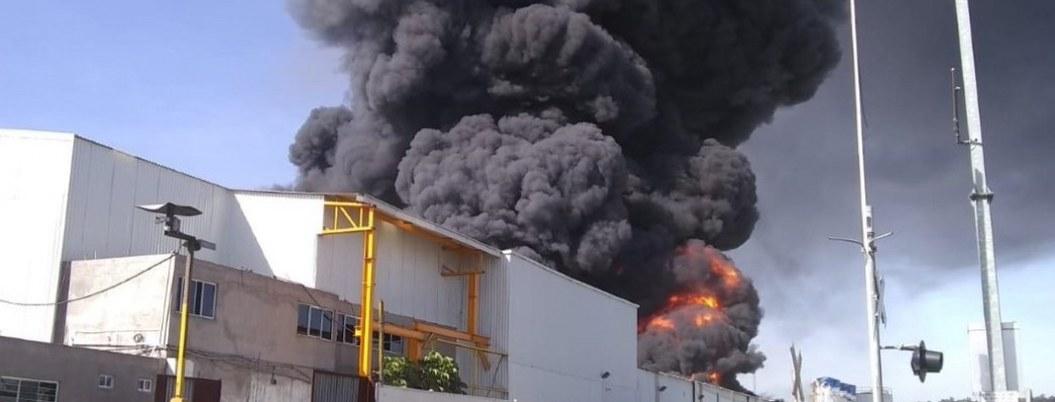 Se quema fábrica de plásticos en Michoacán; controlan siniestro