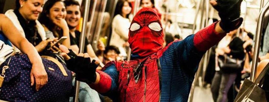 """""""Estúpido y sensual Spider-man"""" atrapa a """"rata"""" que se llevó celular"""