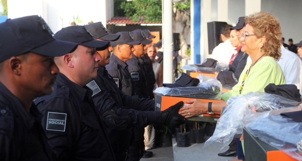 Equipamiento policías 2