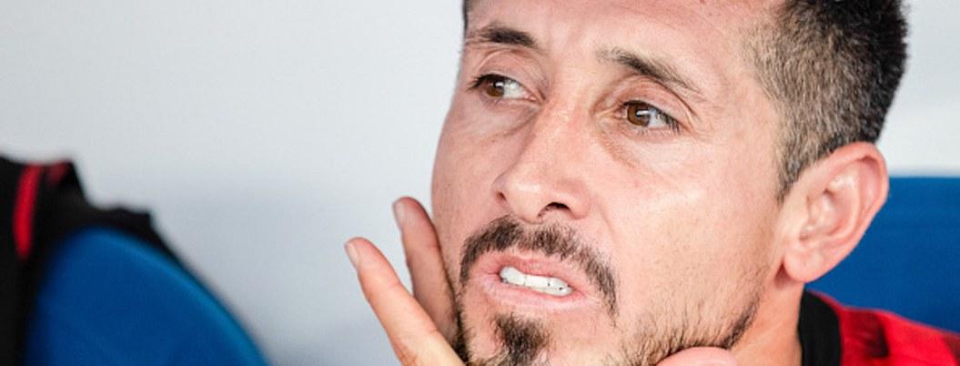 Héctor Herrera en la banca por quinto partido consecutivo