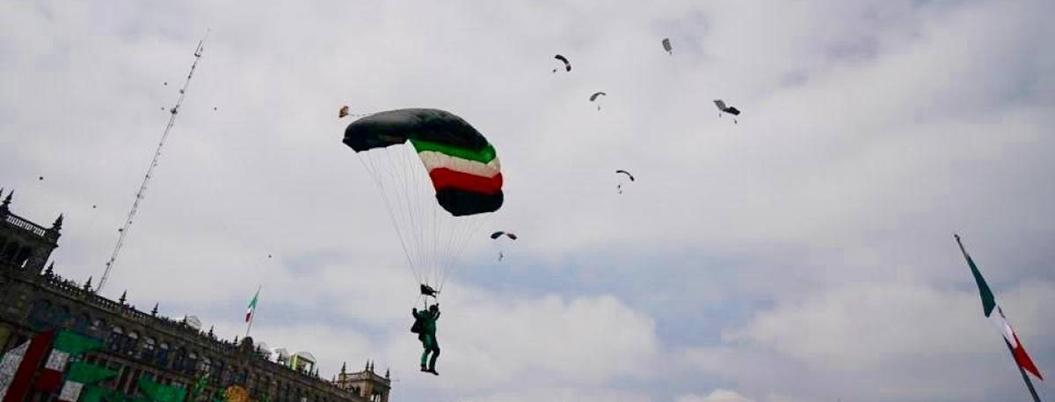 Paracaidista accidentado en desfile está bien de salud