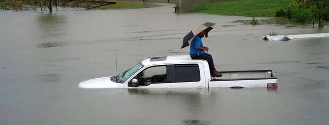"""Tormenta tropical """"Imelda"""" causa la muerte de 2 personas en Texas"""