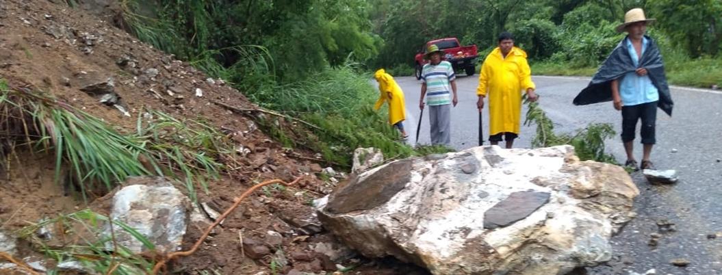 Reportan desbordamiento de arroyos y derrumbes en Guerrero por lluvias