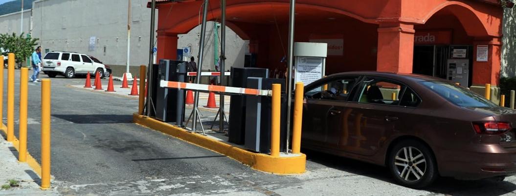 Gobierno de Acapulco pone orden en estacionamientos de comercios