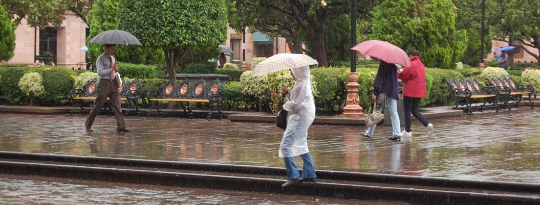 Autoridades atienden a población afectada por lluvias en Veracruz