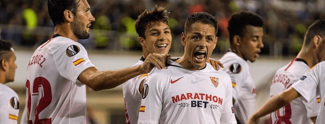 Chicharito y Sevilla con el objetivo de escalar posiciones ante Valencia