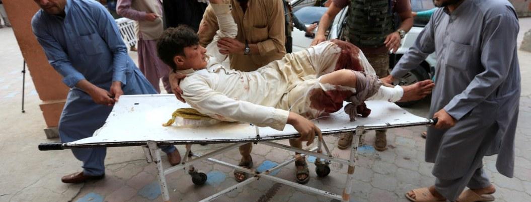 Explosiones en mezquita de Afganistán matan a 31 personas