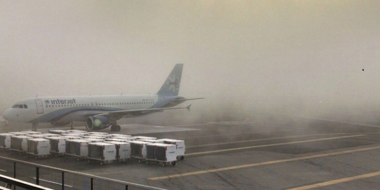 AICM suspende operaciones por banco de niebla 1