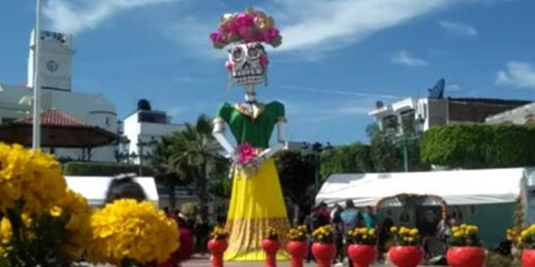 Catrina de 15 metros adorna el Zócalo de Teloloapan, Guerrero 1