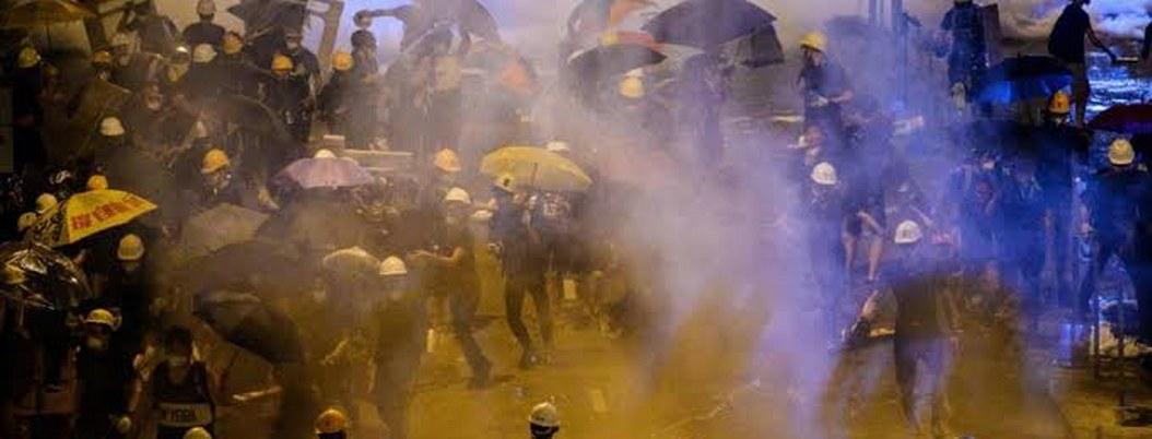 China aprueba violencia para controlar disturbios de Hong Kong