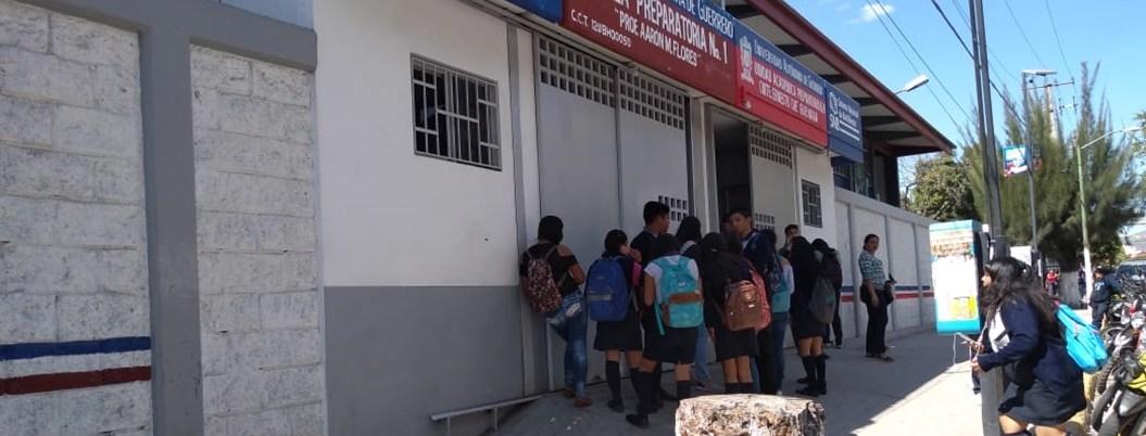 Detienen a 2 estudiantes de UAGro por fumar marihuana en Chilpancingo