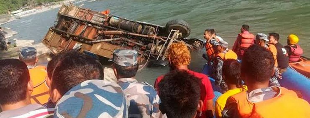 Autobús cayó al río en Nepal; hay 15 muertos y 35 heridos