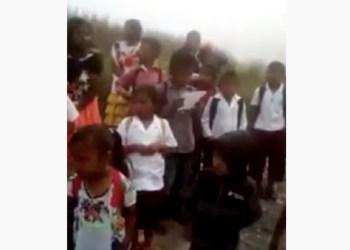 Niños indígenas de Guerrero piden a AMLO un puente y becas | VIDEO 1