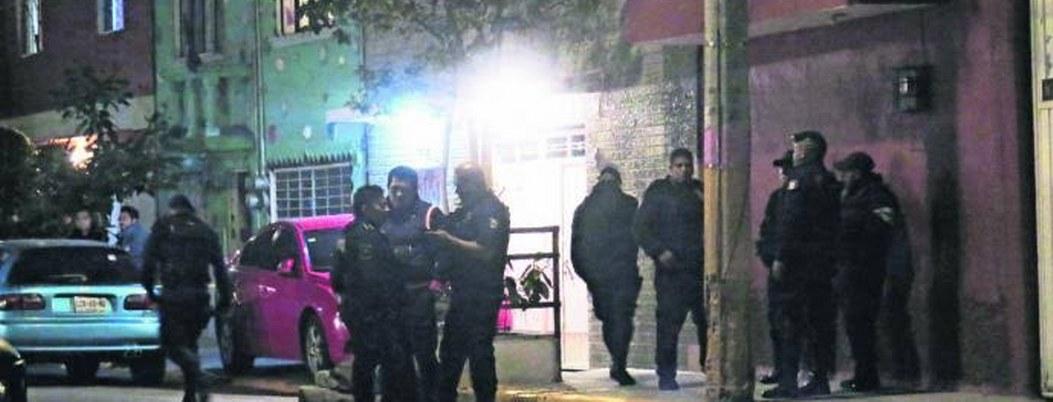 Matan a pareja en Neza; vecinos acusan a polícias