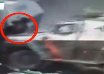 Tanqueta militar aplasta a joven manifestante en Chile | VIDEO 4