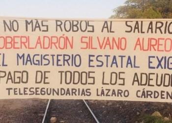 Maestros bloquean vías del tren en Lázaro Cárdenas, Michoacán 1