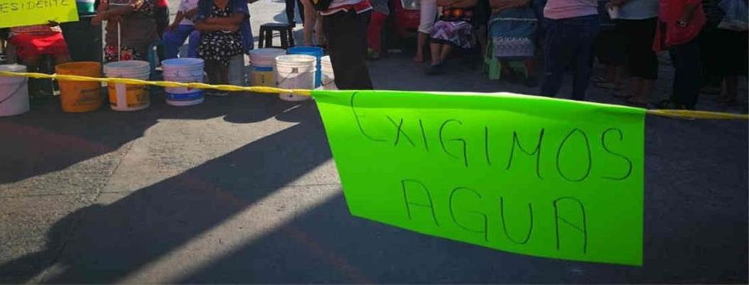 Vecinos bloquean carretera por alta de agua en Chilpancingo