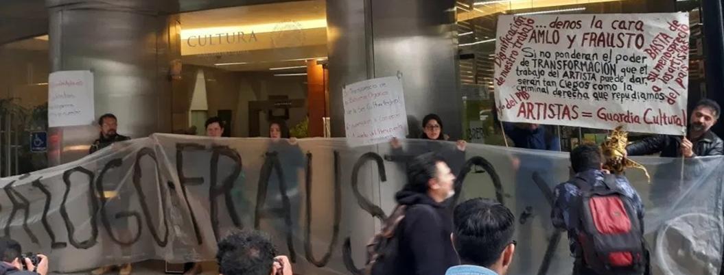 Artistas protestan por adeudos en la Secretaría de Cultura federal