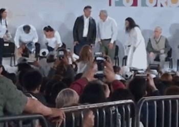 Tunda de abucheos recibe el Bronco en visita de Andrés Manuel 5