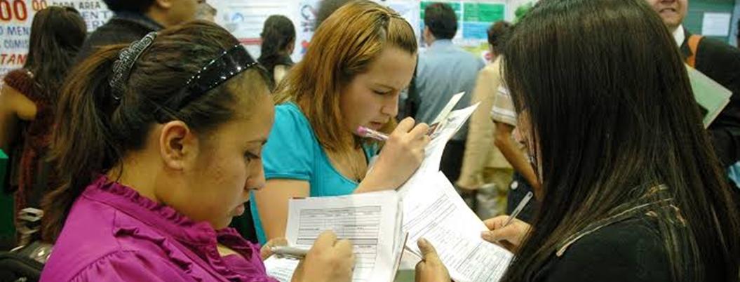 Mexicanos necesitan 2 empleos para cubrir todos sus gastos