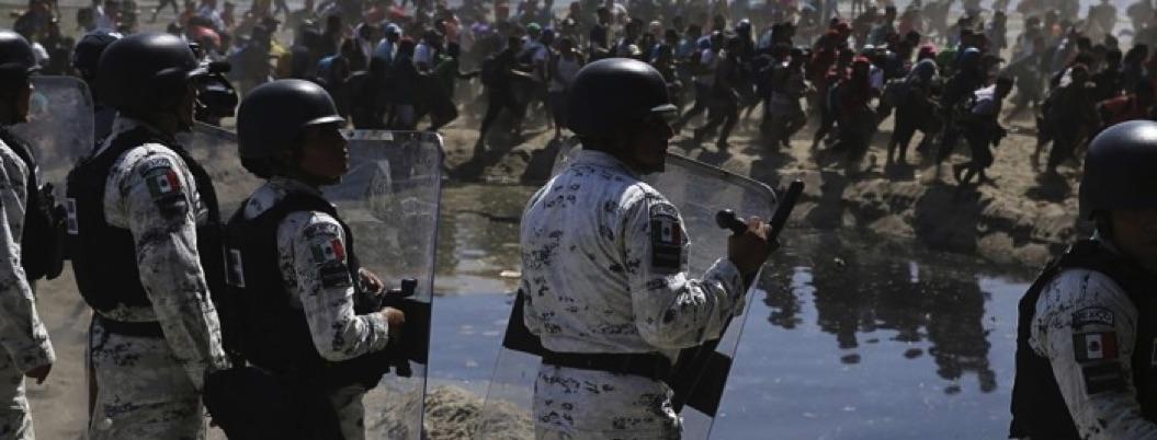 GN contiene caravana migrante a punta de gas lacrimógeno
