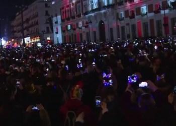 Marchan miles de ciudadanos contra reforma de pensiones en París 10