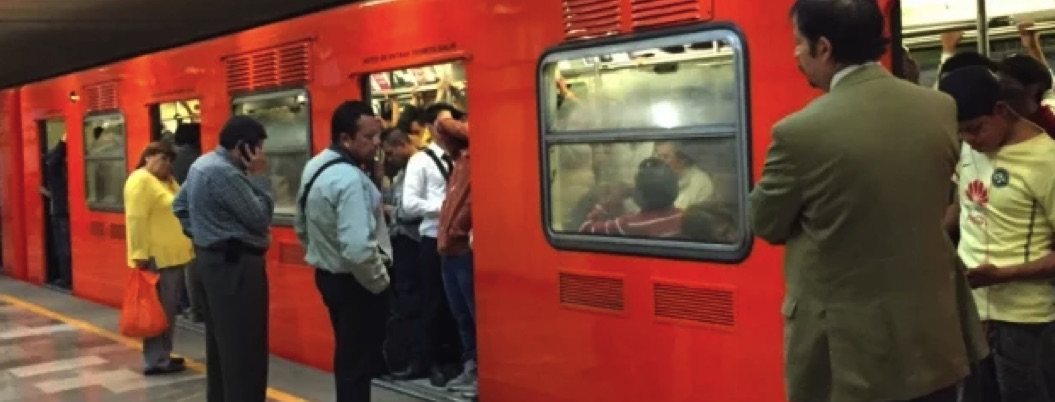 Pasajero del metro muere tosiendo sangre; resultó ser tuberculosis