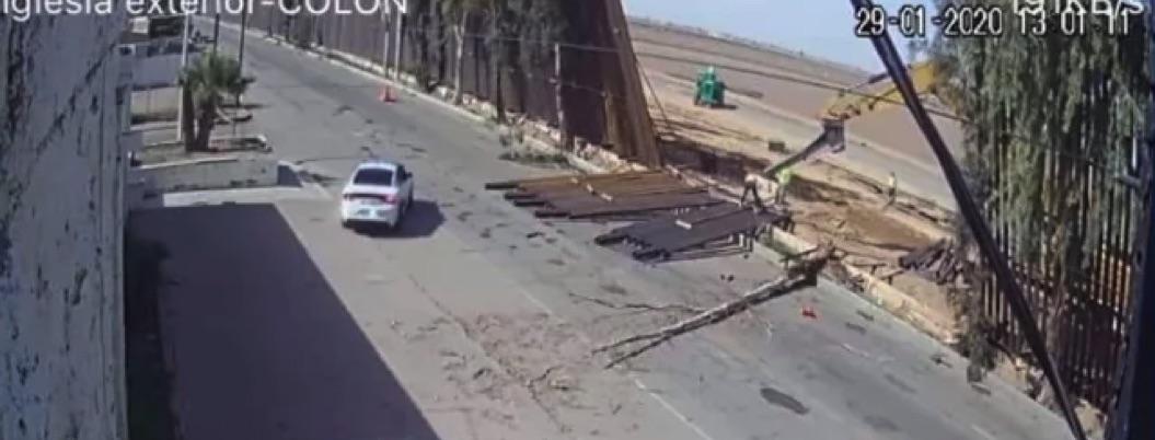 Ventarrón tumba parte de muro fronterizo de Trump en Mexicali