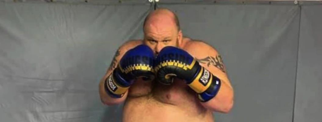Boxeador debuta como profesional y sufre brutal nocaut | VIDEO