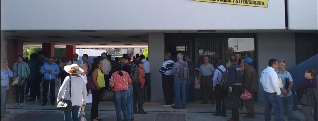 Jubilados toman rectoría de la UAGro