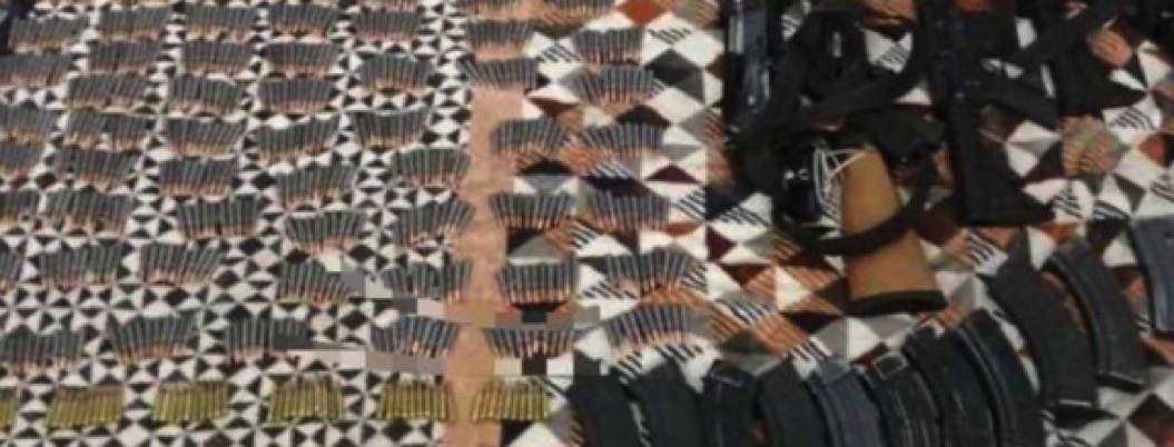 Caen dos maleantes en posesión de tremendo arsenal en Michoacán