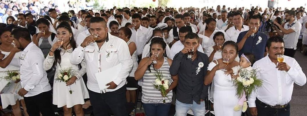 Boda colectiva une a 233 parejas en Zócalo de Chilpancingo