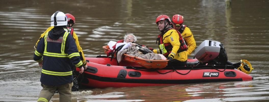 Tormenta en Gran Bretaña deja inundaciones y daños; hay dos muertos