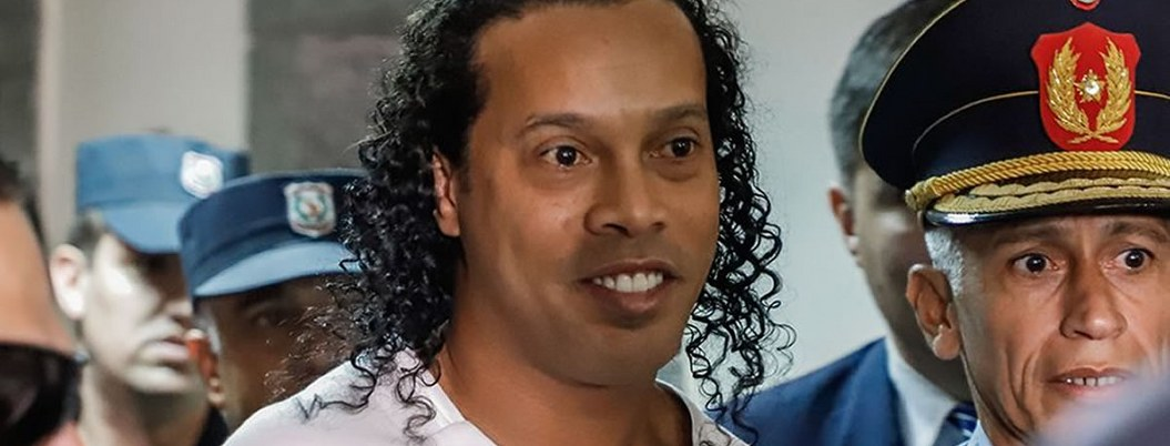 Ronaldinho, la sensación en cárcel paraguaya; reos se pelean por él
