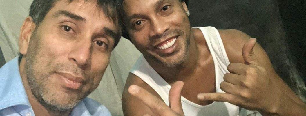 Ronaldinho permanece en cárcel de Paraguay en una celda lujosa