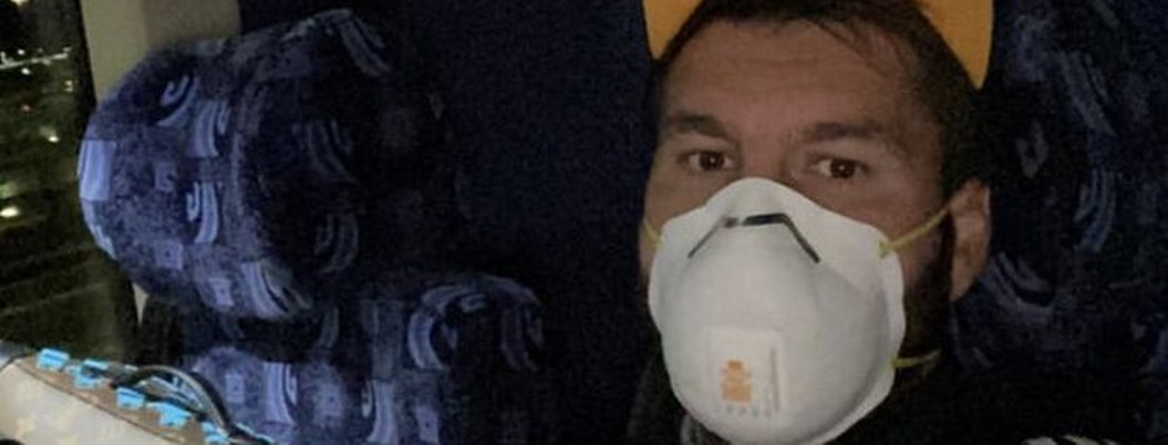 Jugadores de Tigres llegan a EU con cubrebocas por coronavirus