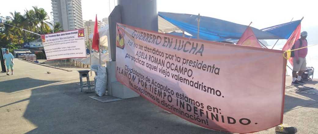 Instalan plantón en el Asta Bandera; exigen obras al municipio