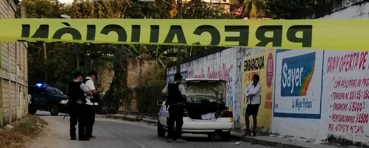Hallan encajuelados a dos taxistas en Acapulco