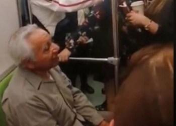 Mujer intenta sacar a anciano de vagón exclusivo del metro 2