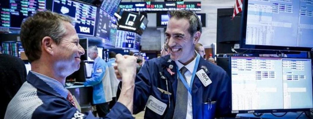 """Bolsas mundiales comienzan a recuperarse tras """"lunes negro"""""""