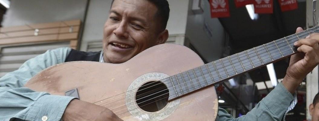 Músico le canta a la ansiedad por nuevo coronavirus en Ecuador